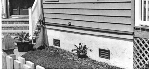 Foundation wall with two crawl space vents